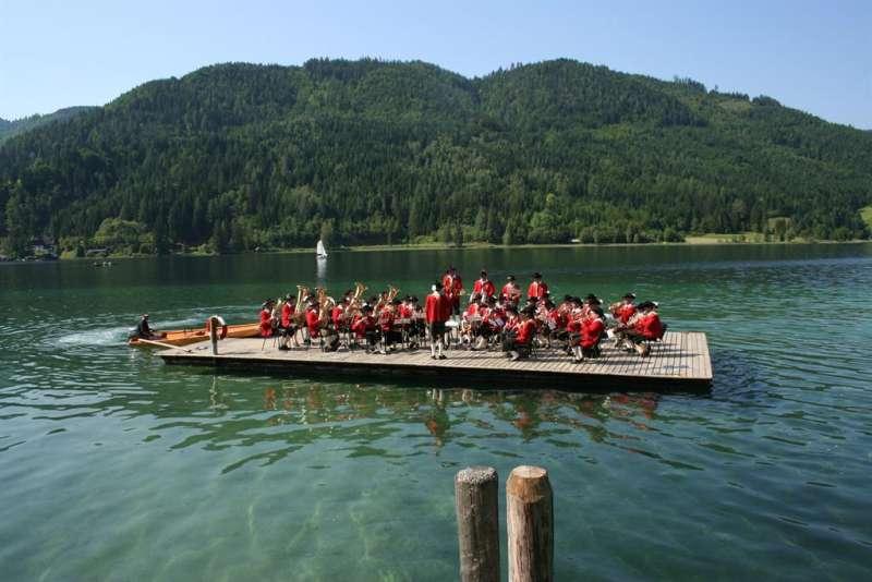 Floßkonzert der Trachtenkapelle Weissensee